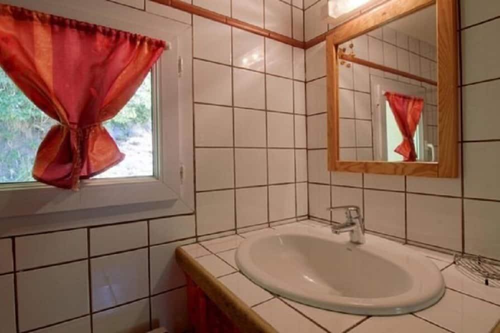 Vierbettzimmer, Mehrere Betten - Waschbecken im Bad