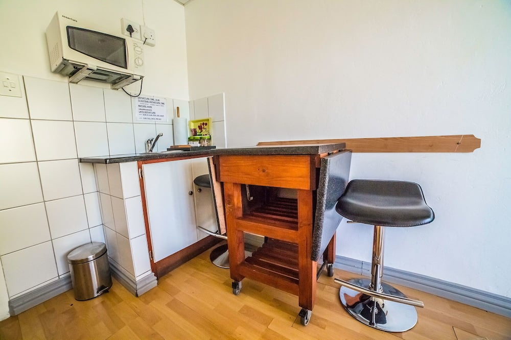 Standard Double or Twin Room, 2 Twin Beds, Non Smoking - Living Area
