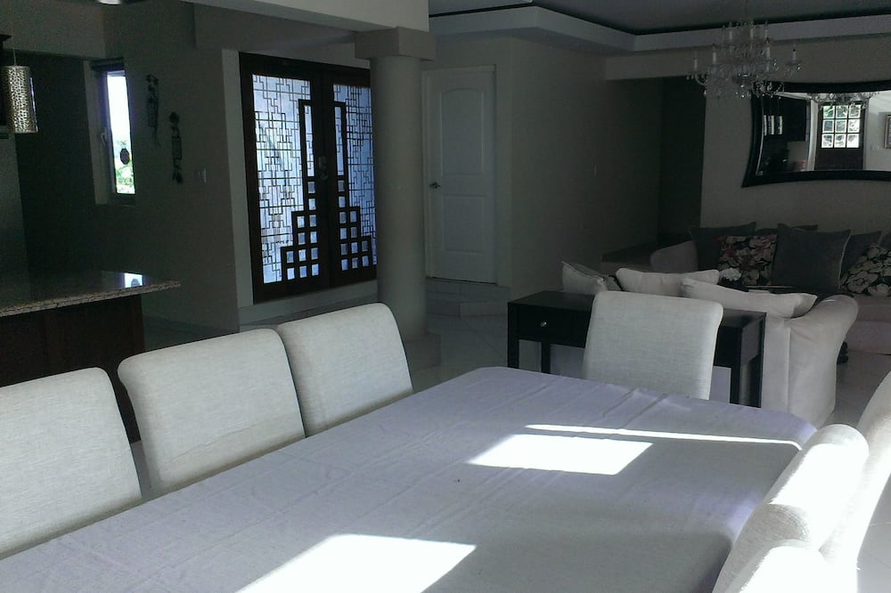 Villa, 3 Bedrooms - In-Room Dining