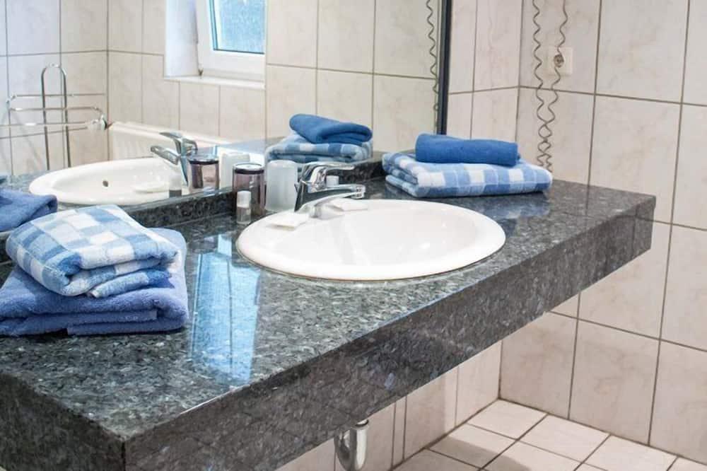 Апартаменты, 1 двуспальная кровать «Кинг-сайз», для некурящих - Ванная комната