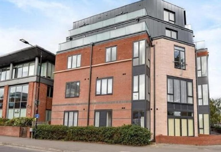 Royal Reign Luxury Apartment, Slough