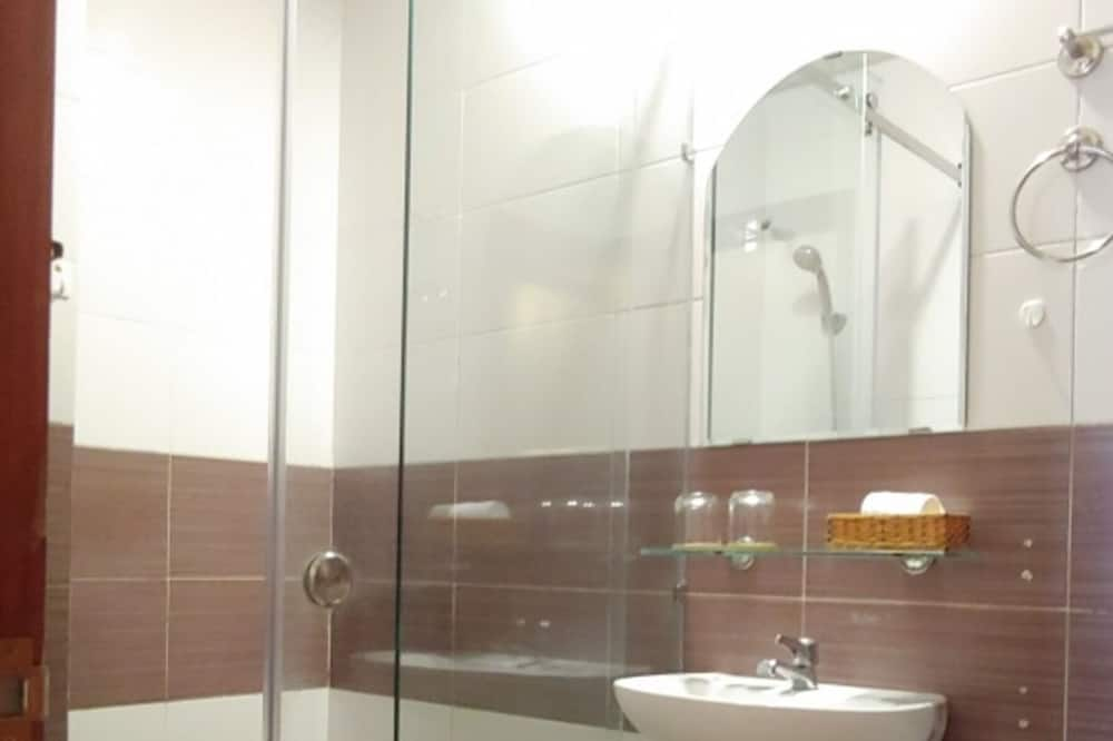 Štvorposteľová izba typu Deluxe - Kúpeľňa