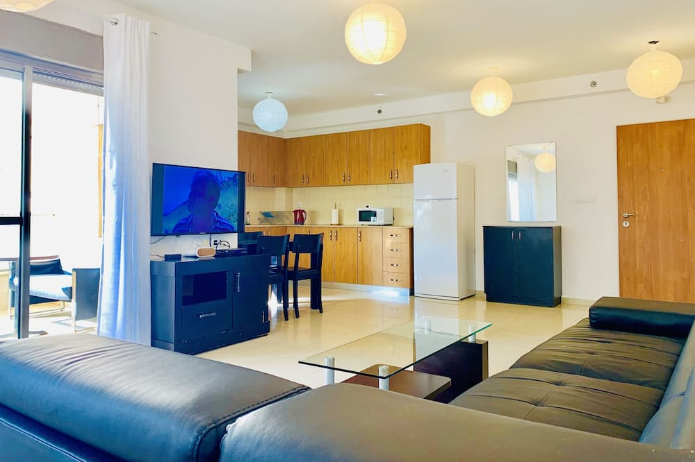 Family Apartment, 3 Bedrooms, Sea View - Living Area