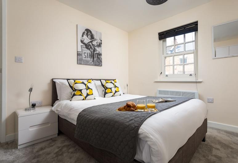 Elliot Oliver - 2 Bedroom Garden Apartment, Cheltenham