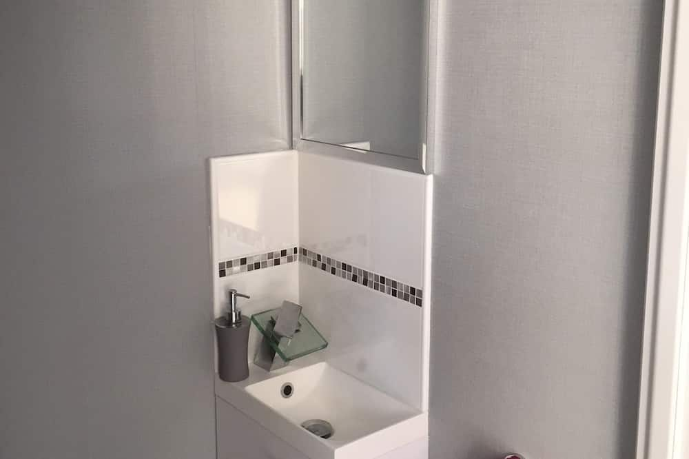 Standard Double Room, Accessible, Garden View - Bathroom Amenities