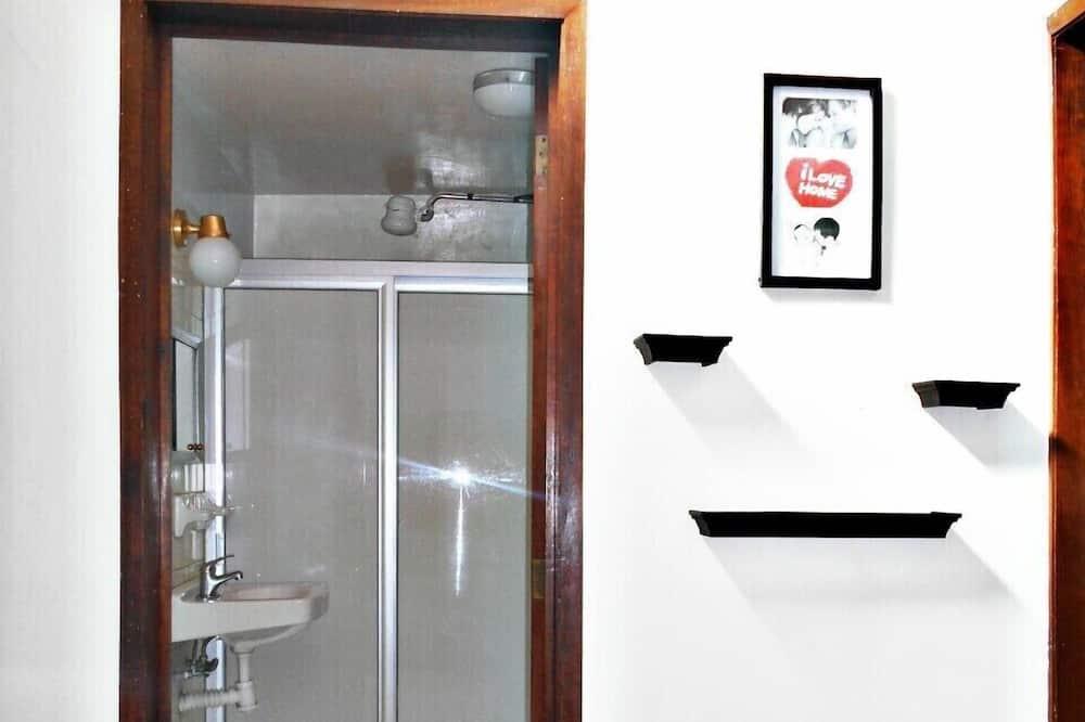 غرفة اقتصادية مزدوجة - سرير مزدوج - للمدخنين - منظر للحديقة - حمّام