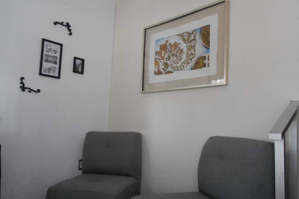 غرفة اقتصادية مزدوجة - سرير مزدوج - للمدخنين - منظر للحديقة - منطقة المعيشة