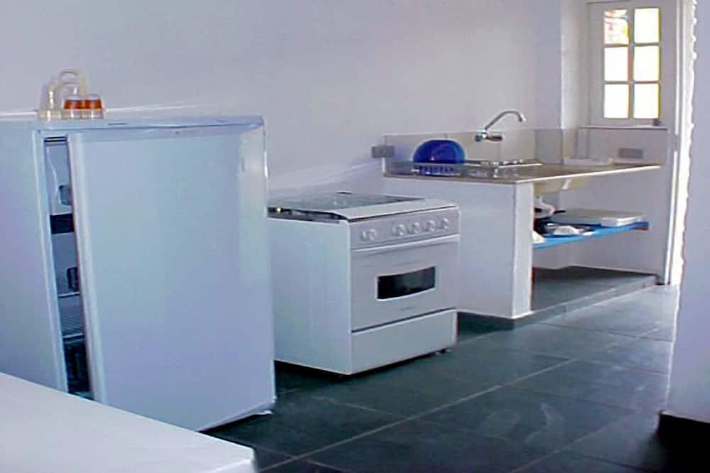 Standard Quadruple Room, Multiple Beds, Non Smoking - Shared kitchen