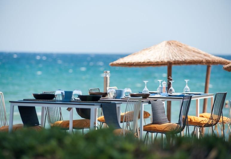 سياسابيلي هوتل, سباتا-أرتيميدا, الشاطئ