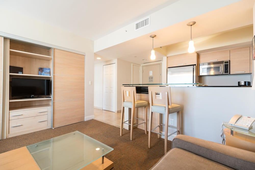 Apartment, 1 Bedroom, Balcony, Partial Ocean View (A) - Living Room