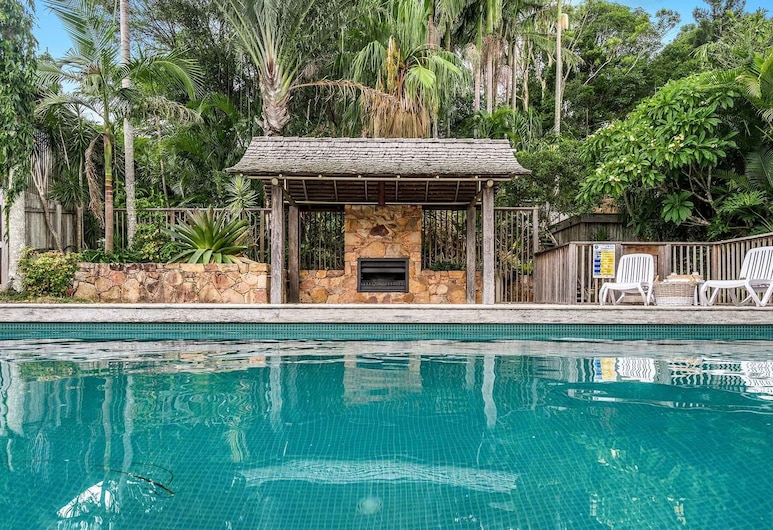 Rutherford House, Coopers Shoot, Piscina