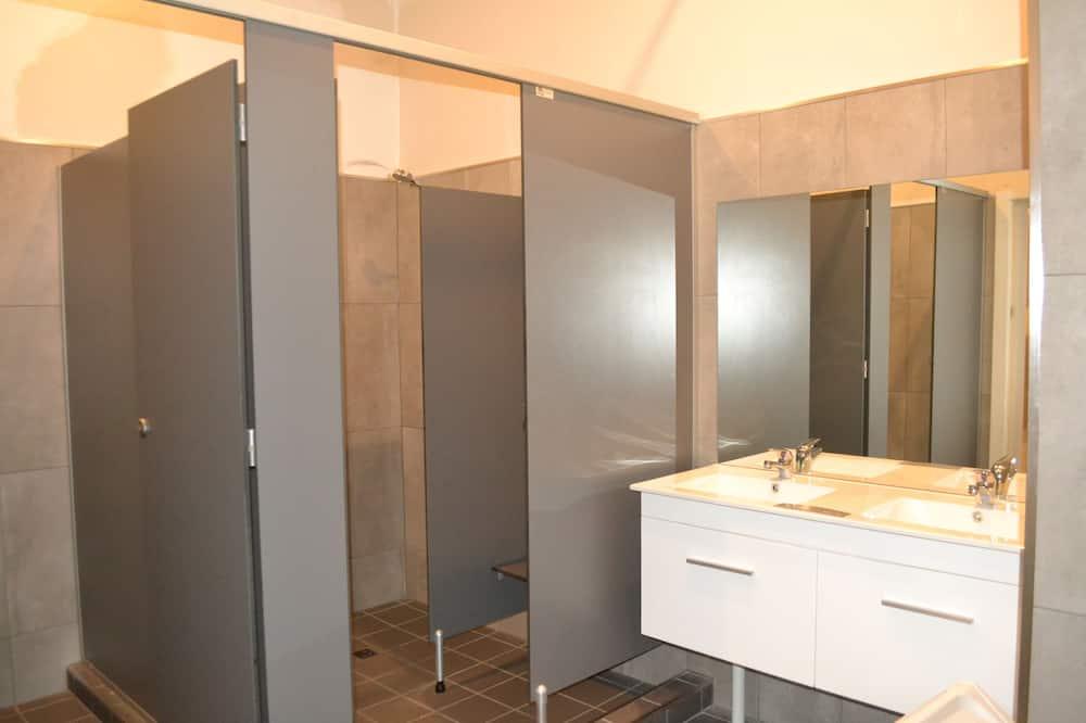Basic-Zimmer, 1 Queen-Bett, Gemeinschaftsbad - Badezimmer