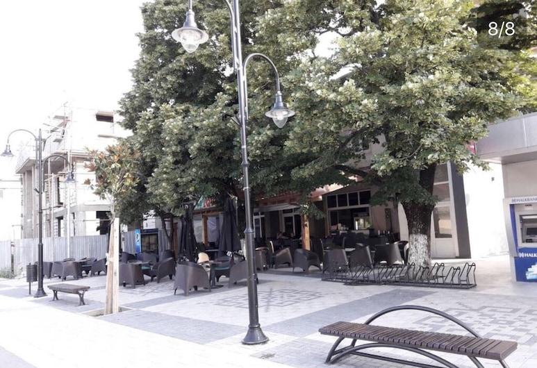 Lovec, Demir Kapija, Hotelfassade