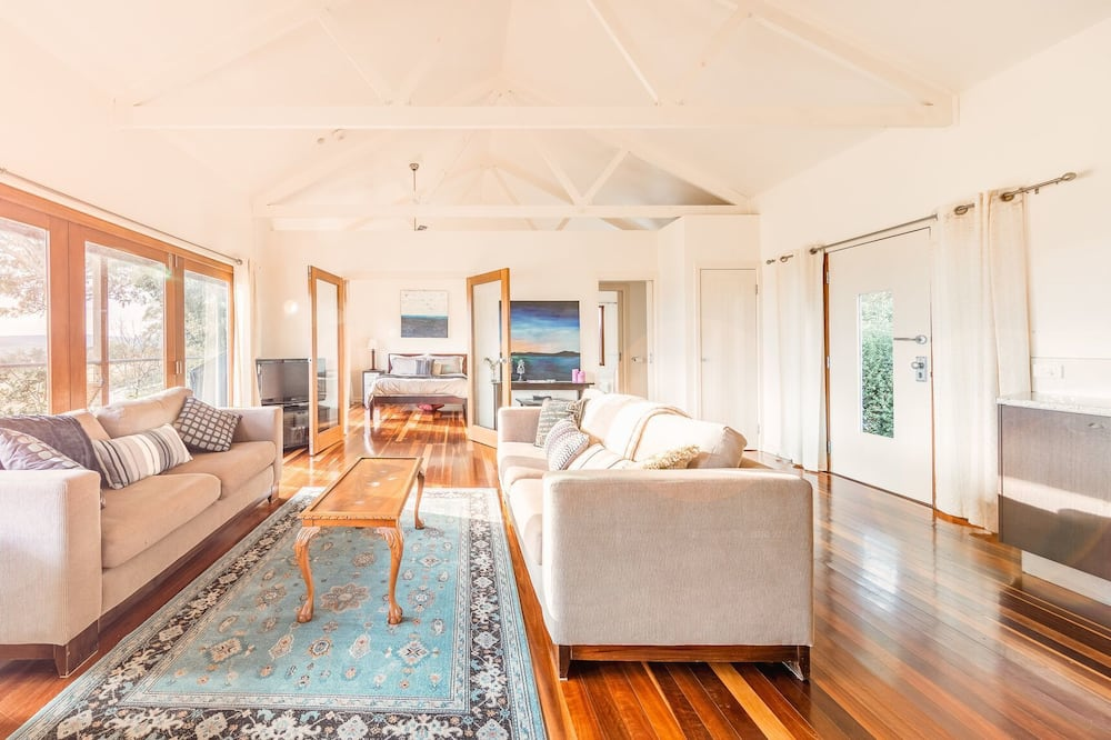 Classic Cottage, 1 Queen Bed with Sofa bed, Vineyard View - Room