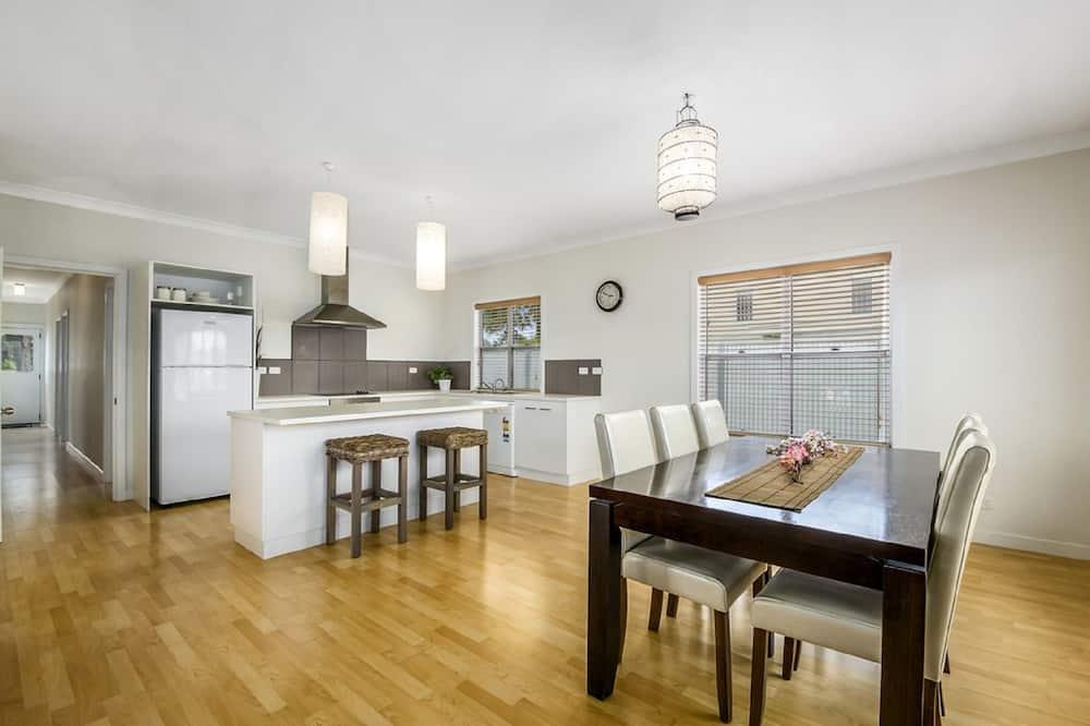 Luxury House, 3 Bedrooms, 2 Bathrooms, Garden View - In-Room Dining