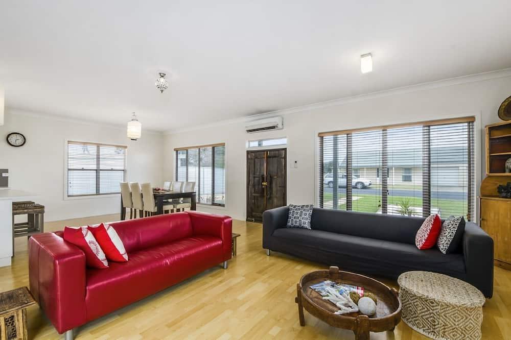 Luxury House, 3 Bedrooms, 2 Bathrooms, Garden View - Living Room