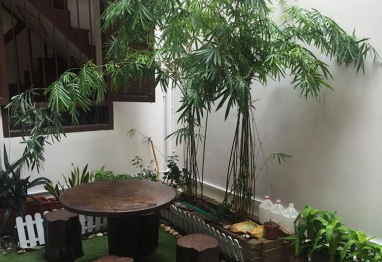 WeLuv Travel Guesthouse, George Town, Terrace/Patio