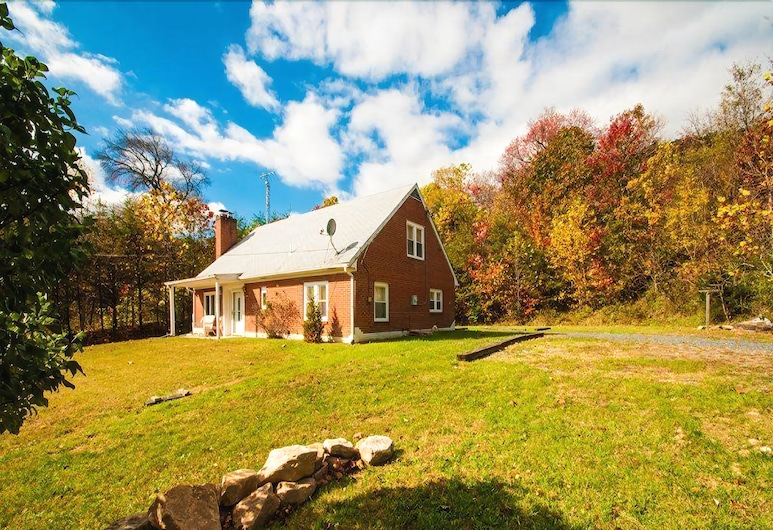 Hill_top_hideaway, Luray