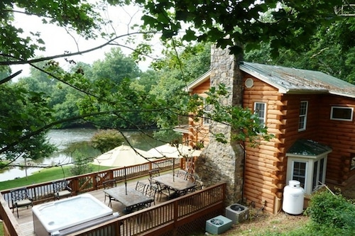 A_rustic_river_cabin/