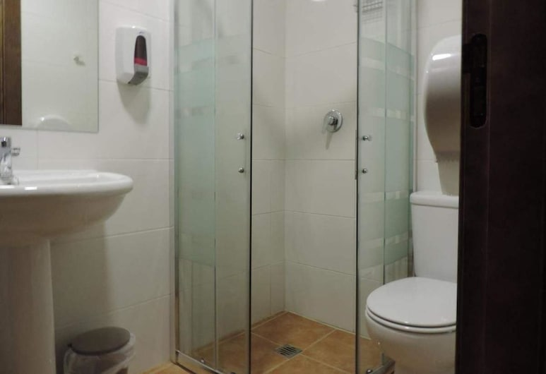 Albergue Santo Tomás de Canterbury, Leon, Pokój dwuosobowy, Łóżko queen, prywatna łazienka, Pokój