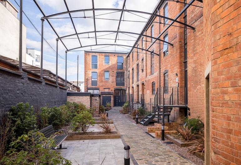 Elliot Oliver - Modern 2 Bedroom Town Centre Apartment, Cheltenham, Property entrance