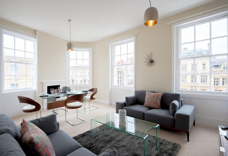 Elliot Oliver- 2 Bedroom Duplex Town Centre Apartment, Cheltenham, דירת סטנדרט, 2 חדרי שינה, סלון