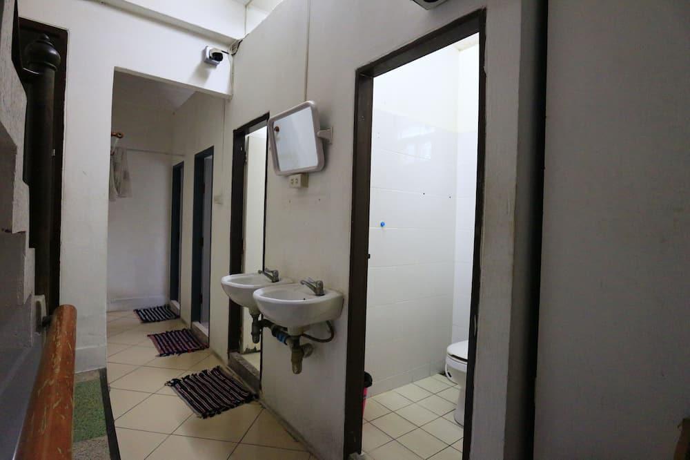 Shared Dormitory - Ванна кімната