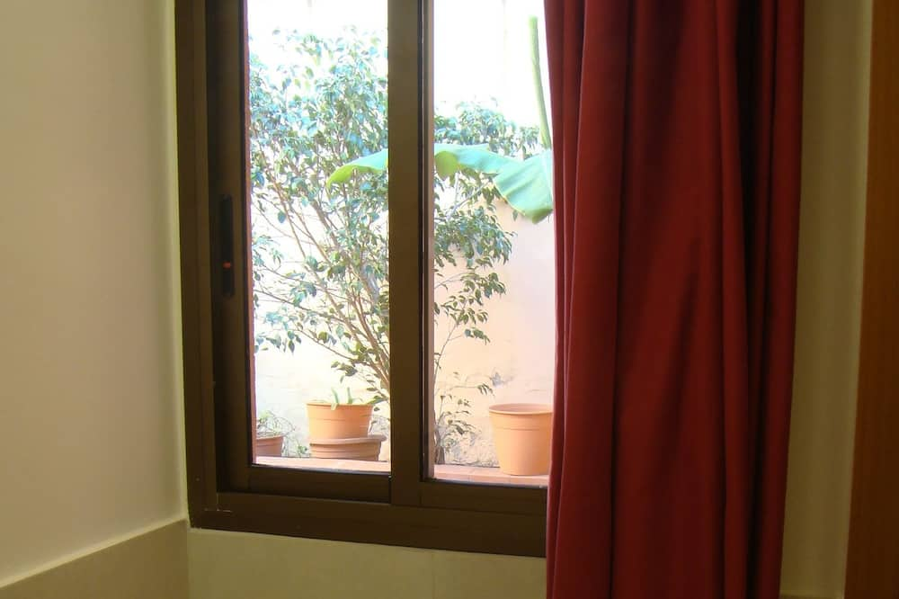 Double Room, 2 Single Beds, Non Smoking - Courtyard View