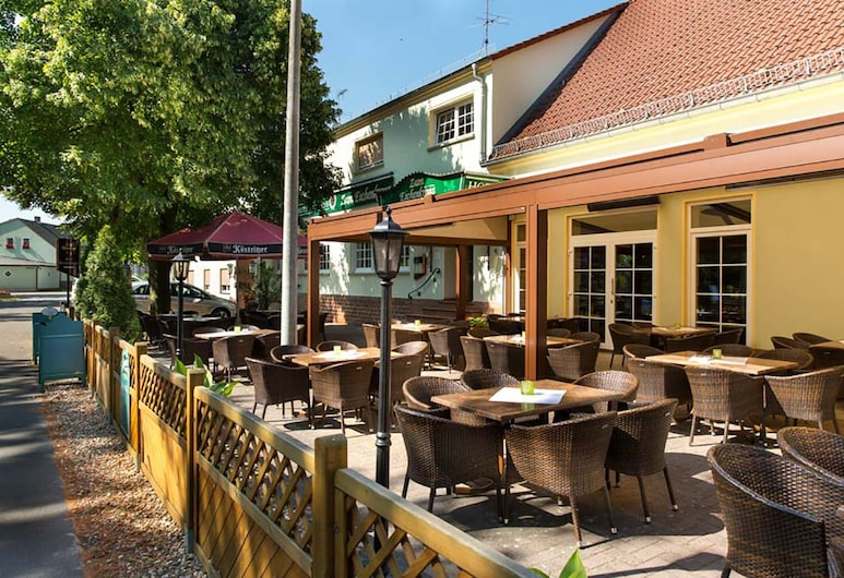 Hotel und Gasthaus zum Eichenkranz, Luckenwalde, Terraza o patio