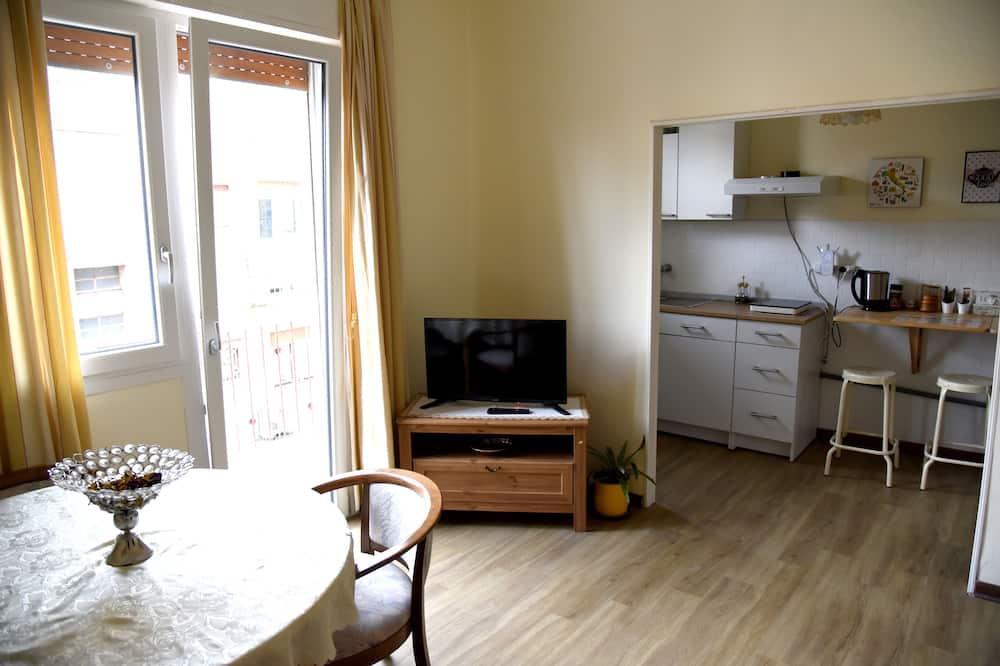 Classic Apartment, 2 Bedrooms, Kitchen, Courtyard View - Bilik Rehat