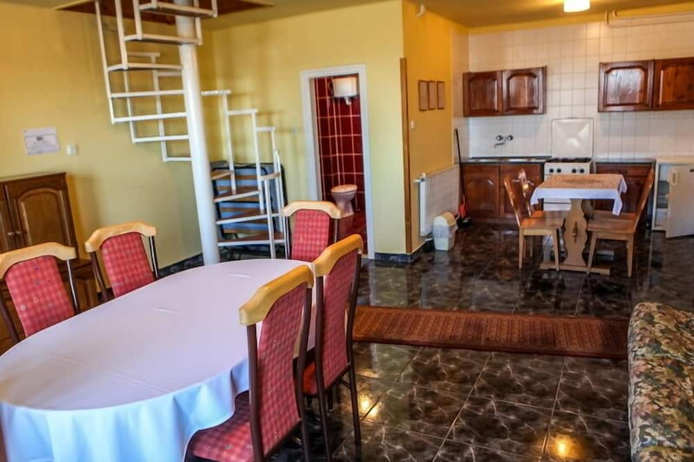 Apartment, Multiple Beds, Non Smoking - In-Room Dining