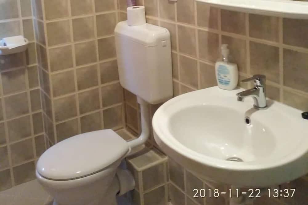 ห้องสแตนดาร์ดสำหรับสี่ท่าน, หลายเตียง - ห้องน้ำ