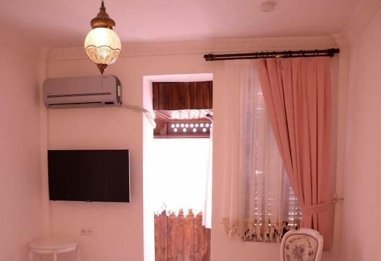 瑪雅開放式公寓 B 酒店, 伊士麥