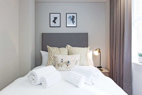 Luxury Pink Mews Holborn London Updated Price Reviews Hd Photos Hotels Com