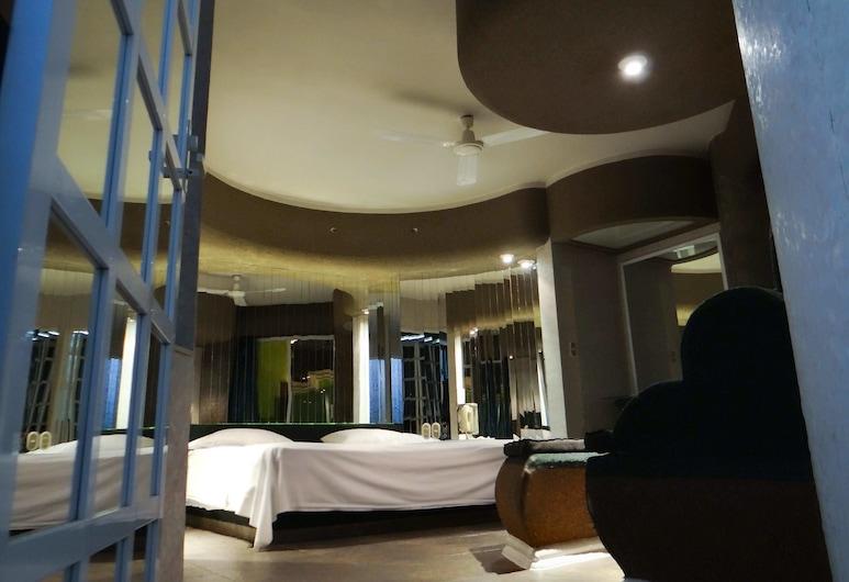 New York Hotel - Motel, Orizaba, Deluxe Room, 1 King Bed, Smoking, Garden View, Guest Room