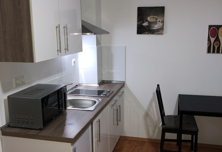 Apartment 4 Rent, Bochum, City Apartment, 1 Double Bed, Non Smoking, Courtyard View, Room