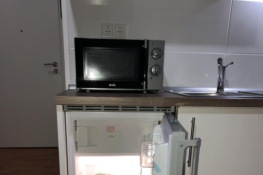 Deluxe Διαμέρισμα, 1 Διπλό Κρεβάτι με Καναπέ-Κρεβάτι, Μη Καπνιστών, Θέα στην Αυλή - Φούρνος μικροκυμάτων
