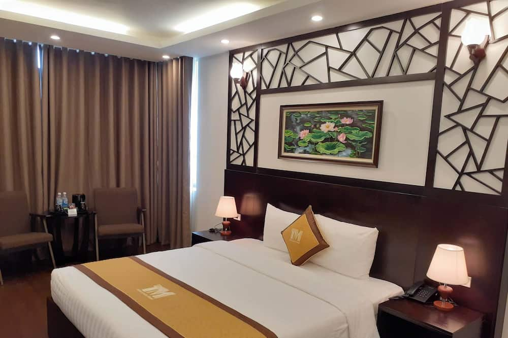Executive Double Room, 1 King Bed, City View - Living Area