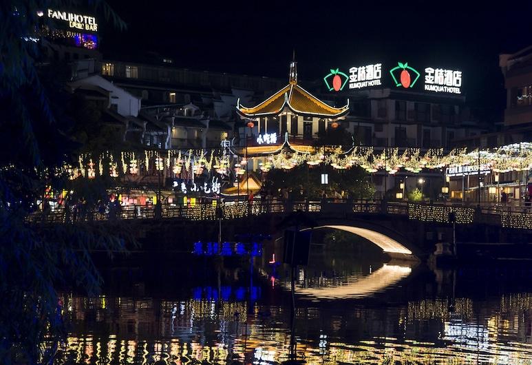QJIA West Street Hotel, Guilin, Pohľad na hotel – večer/v noci