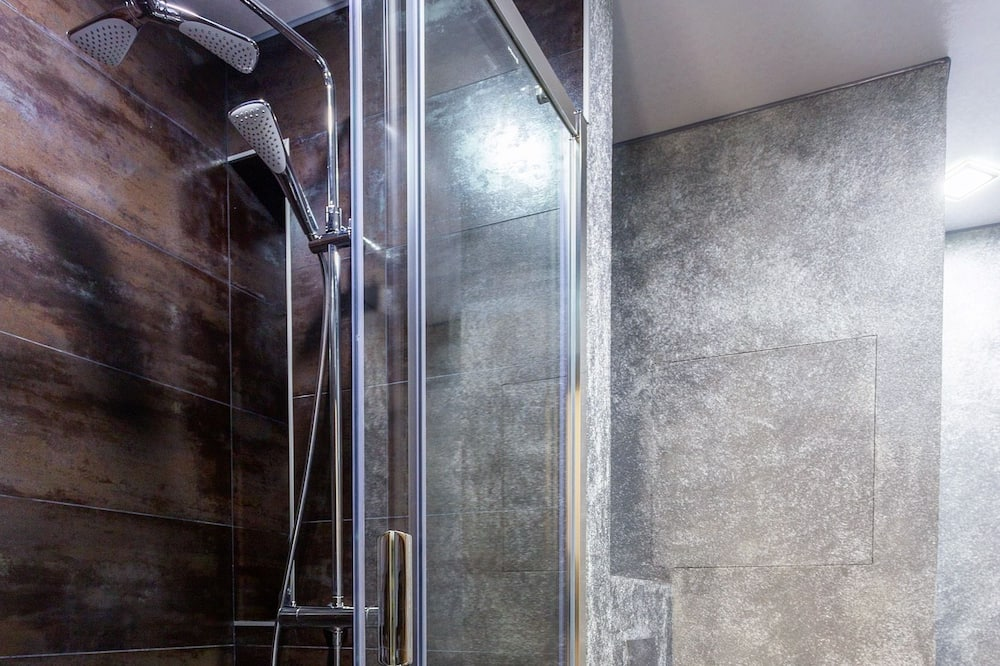 Apartmán typu Business, dvojlůžko a rozkládací pohovka, nekuřácký - Koupelna