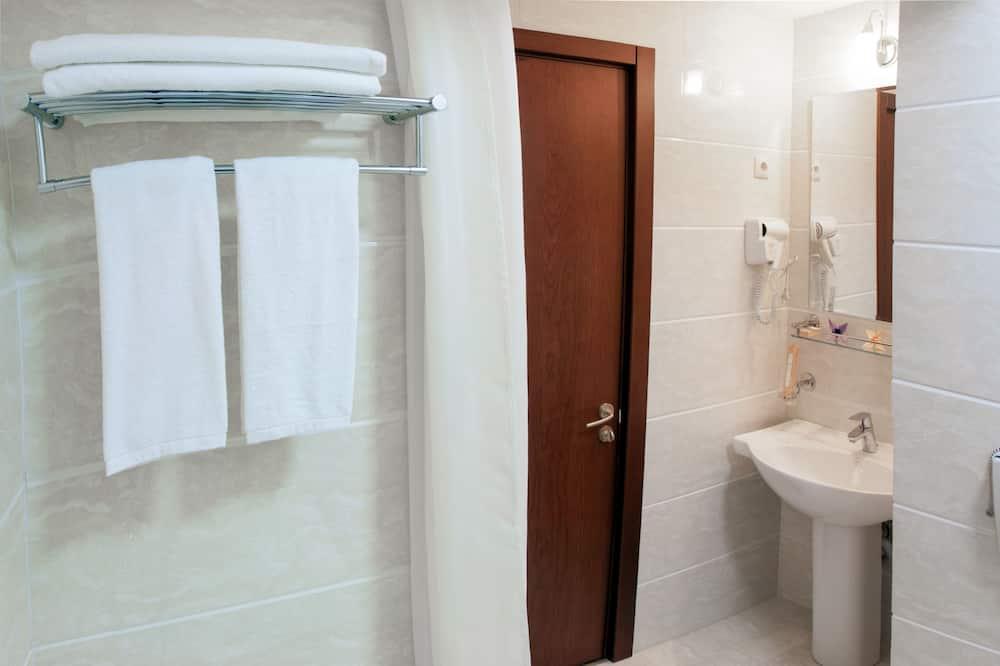 Habitación doble de uso individual, 1 cama de matrimonio grande, no fumadores - Cuarto de baño