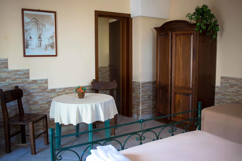 Chambre Triple Standard - Restauration dans la chambre