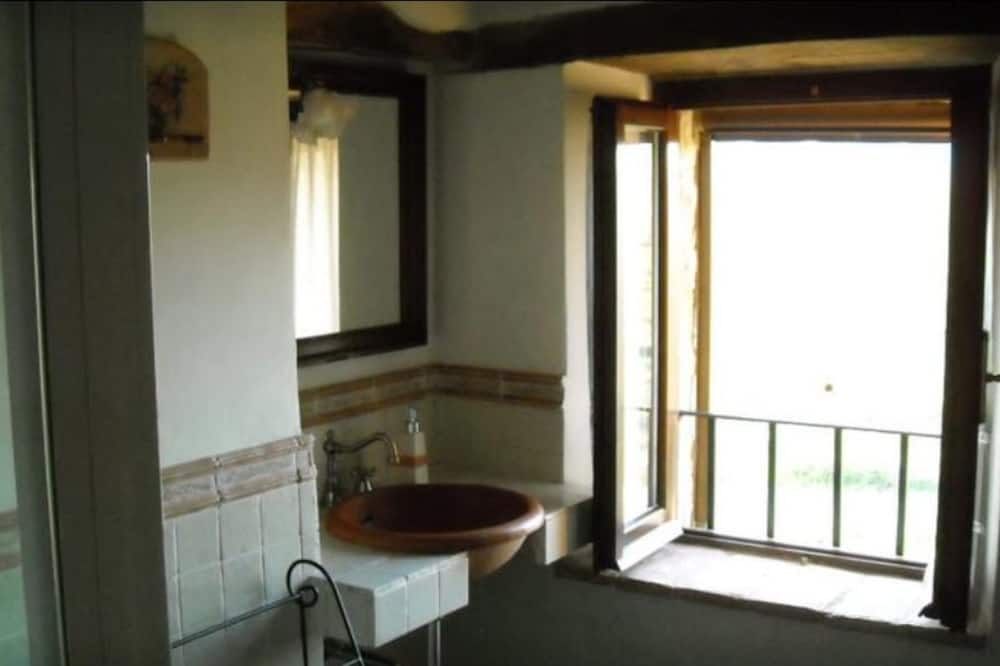 Dvivietis kambarys, 1 didelė dvigulė lova, Nerūkantiesiems - Vonios kambarys