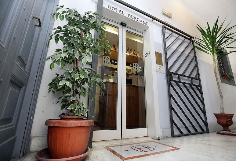 貝加莫酒店, 羅馬, 入口