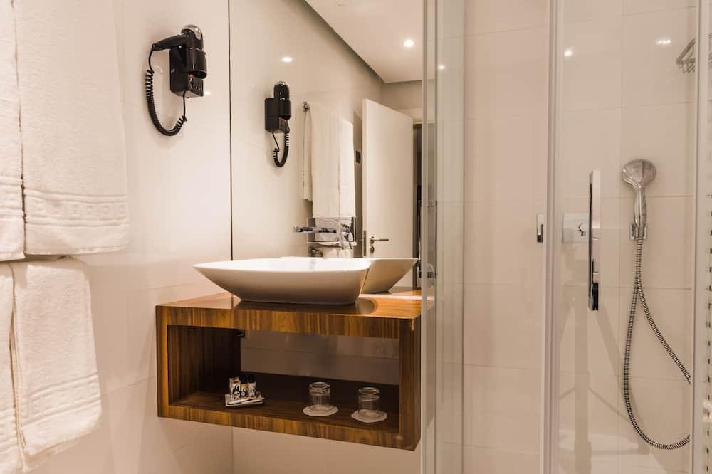 Executive Triple Room - Bathroom