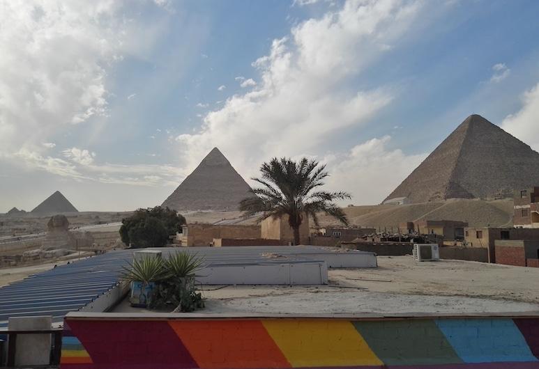 亞特蘭蒂斯金字塔旅館, 吉薩, 飯店正面