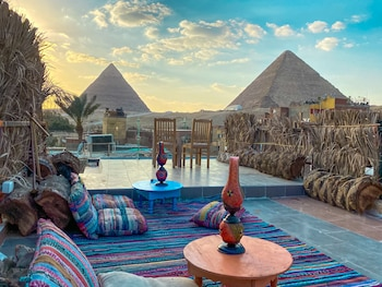 Giza bölgesindeki Atlantis Pyramids Inn resmi