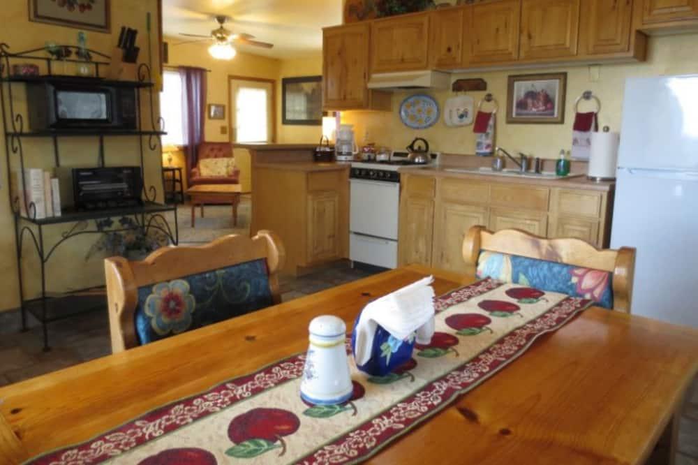 Standard Room - Tempat Makan dalam Bilik
