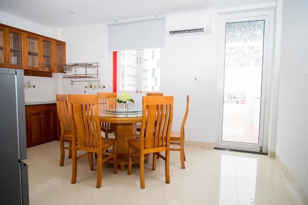 Familien-Suite, 1 Schlafzimmer, Stadtblick - Essbereich im Zimmer