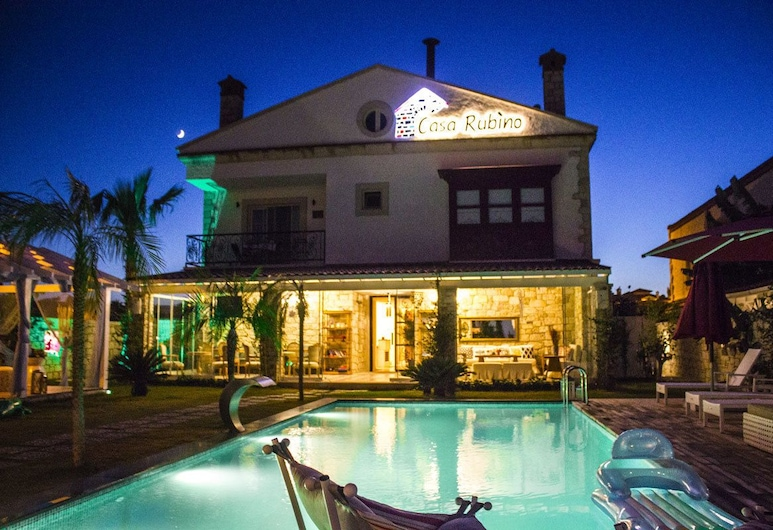 Casa Rubino Alacati, Çeşme, Otelin Önü - Akşam/Gece